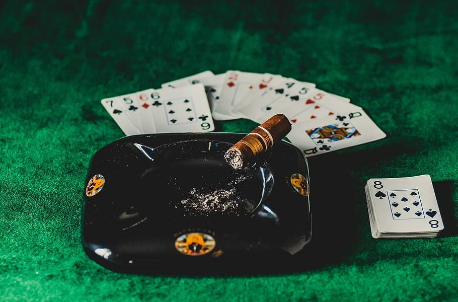 Four Questions And Solutions To Casino